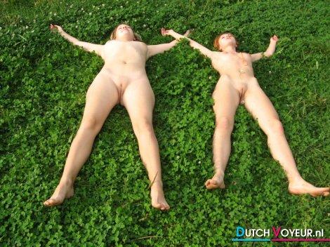 фото голых писек нудисток