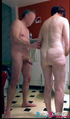 In de badkamer
