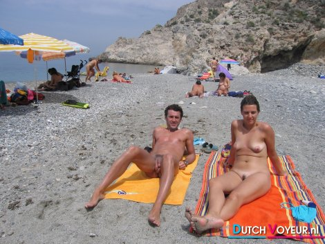 smotret-foto-s-nudistskih-plyazhey
